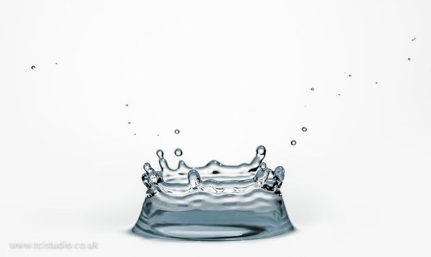 Water splash capturing the 'crown' with high speed flash